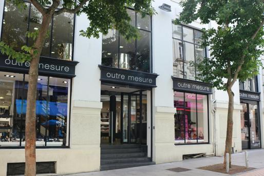 Photo de la boutique outremesure de Angers centre, magasin chaussure femme angers centre ville,magasin vêtement angers, boutique mode angers, magasin mode femme angers chaussures sacs bijoux accessoires et vêtements
