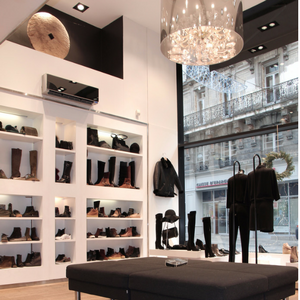 Photo de la boutique outremesure de Nantes centre, magasin chaussure femme nantes centre ville,magasin vêtement nantes, boutique mode nantes, magasin mode femme nantes chaussures sacs bijoux accessoires et vêtements