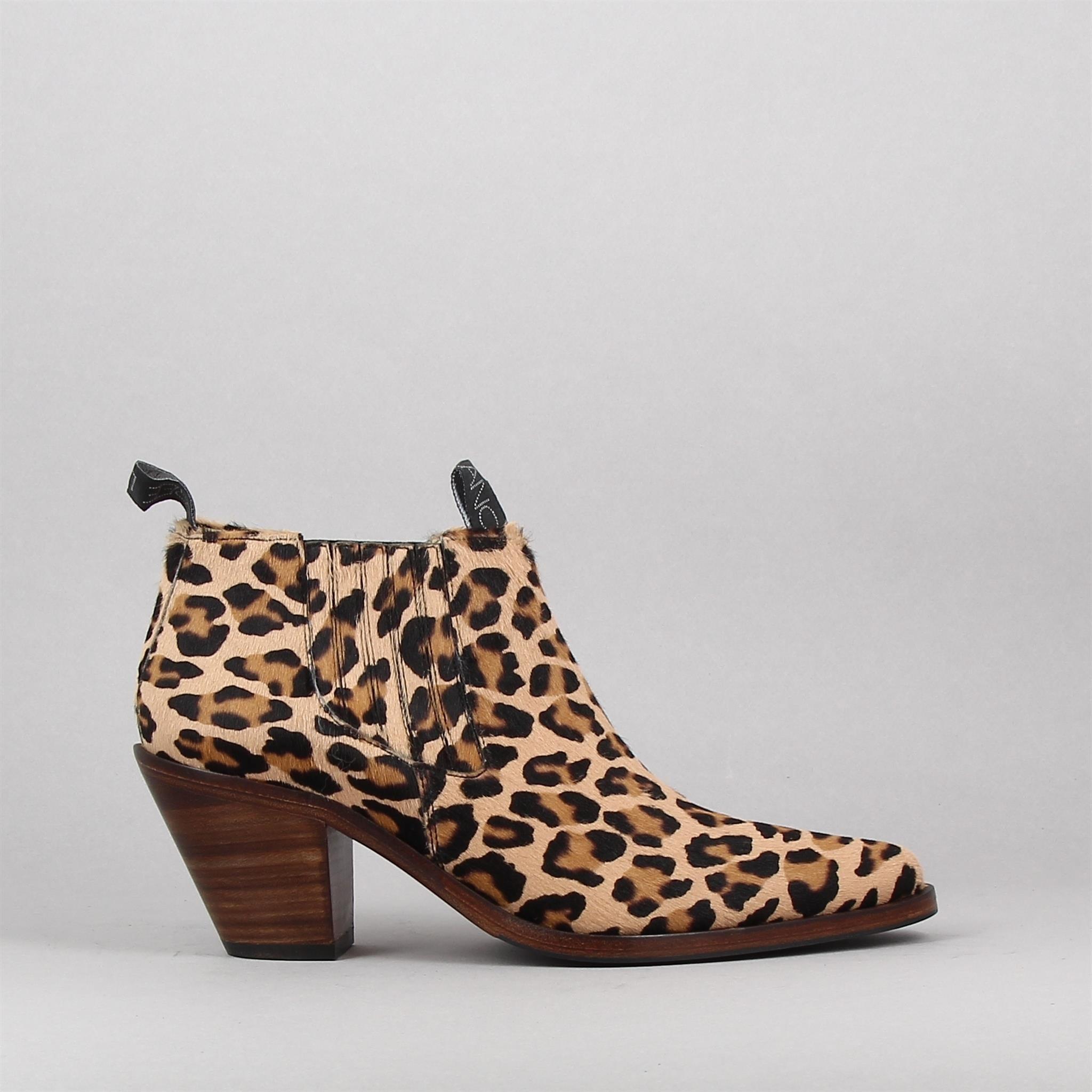 jane7-low-chels-leopard-168312834-0.jpg