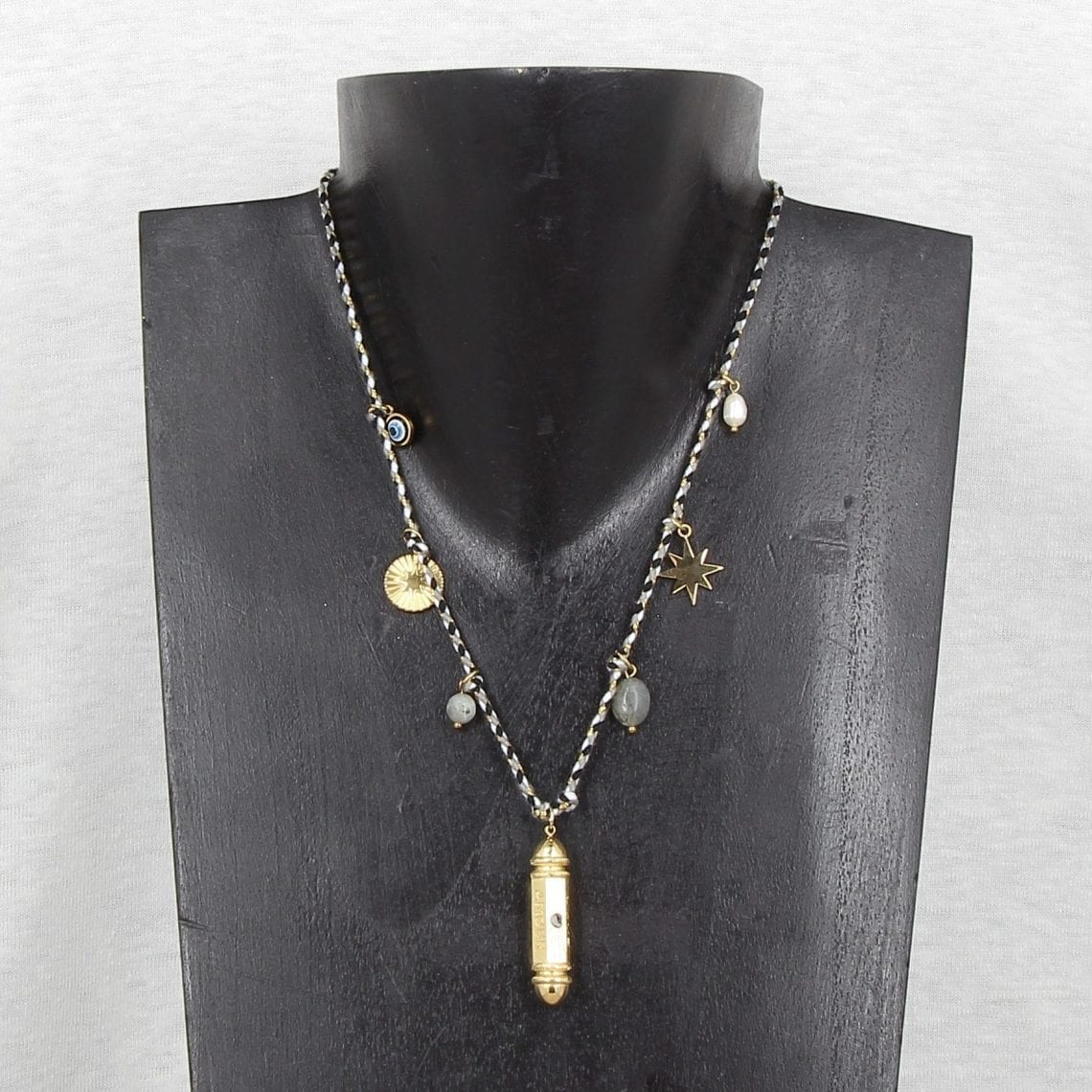collier 11